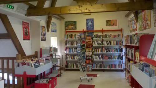 Vue intérieur de la bibliothèque de Plomeur